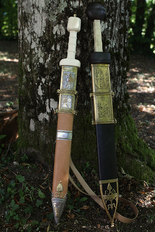 In the left, Erik König's gladius. At the right, Deepeeka's gladius.