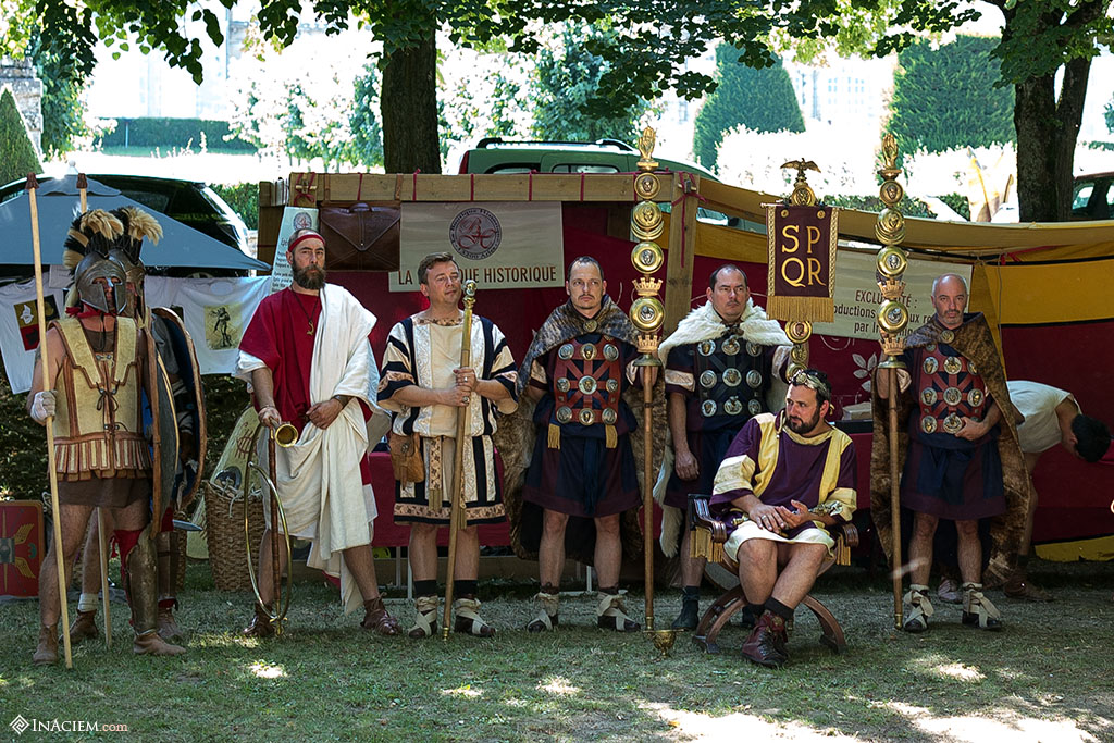 The Imperator Hadrianus and his court, waiting for the Gladiator games.